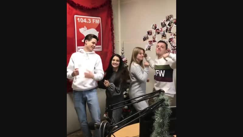 ◘ Анна Тринчер и Богдан Осадчук на радио «Західний полюс» ◘