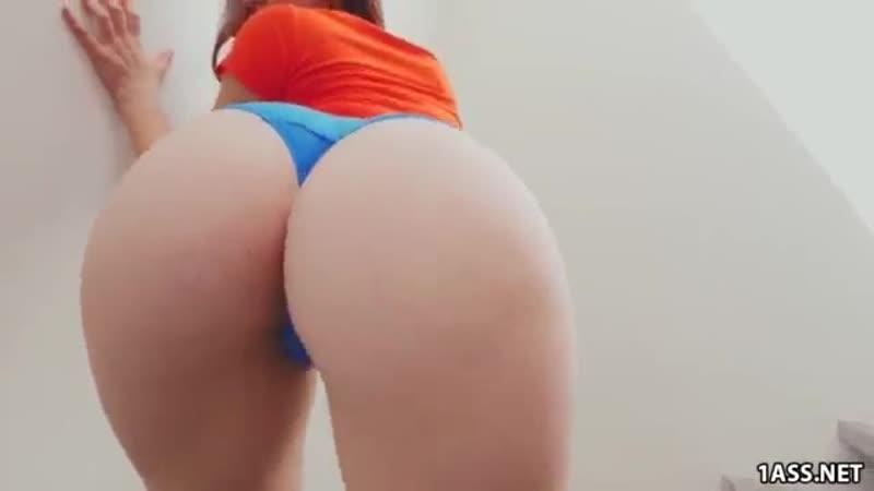 Трясет своей большой задницей порно секс жопа big ass девушка