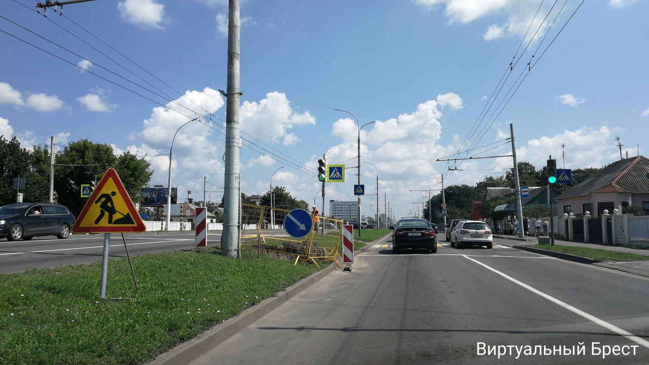 Запретили разворот на спуске с Кобринского моста в направлении Зелёной
