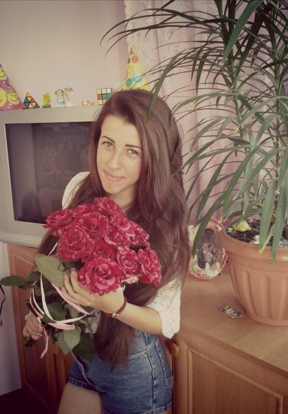 Дівчині потрібно дарувати квіти