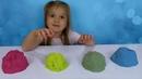 Liza play Kinetic sand Learn Colors