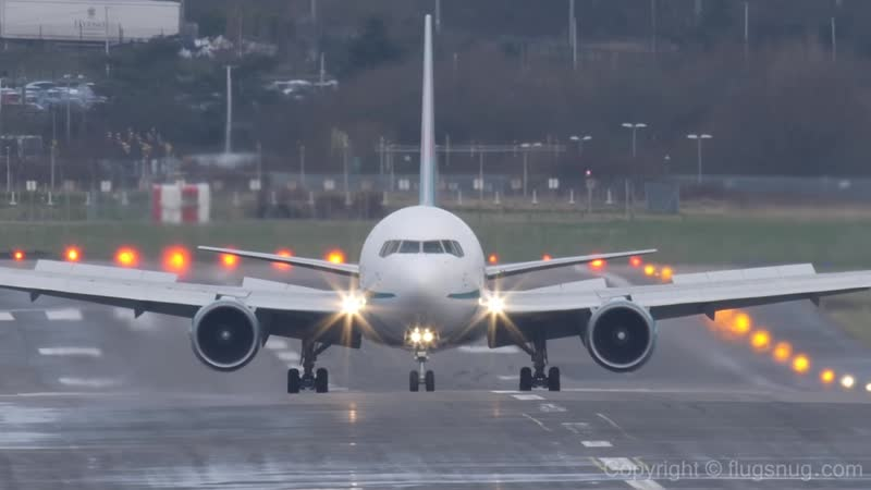 Landing gear hammered in touchdown turbulence YouTube