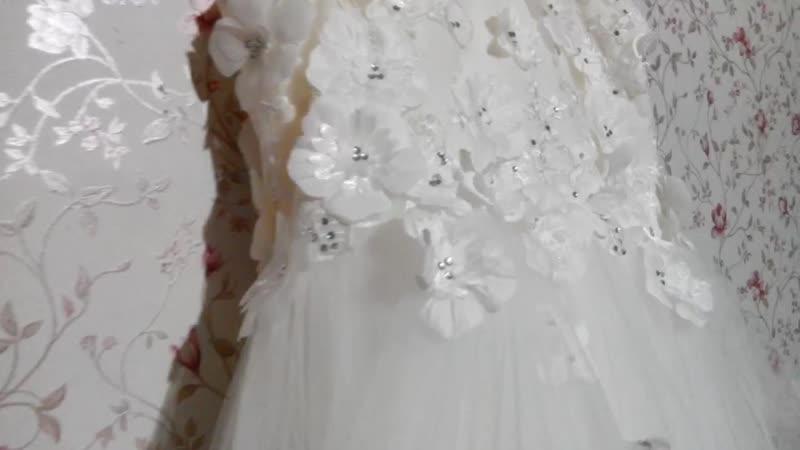 Белое платье с 3d цветами для принцессы