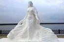 Скульптура под названием «Красавица Лена» украсила небрежную северной реки в городе Олёкми…