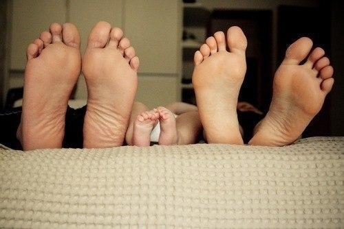Семья – это счастье, любовь и удача,  Семья – это летом поездки на дачу.  Семья – это праздник, семейные даты,  Подарки, покупки, приятные траты.  Рождение детей, первый шаг, первый лепет,  Мечты о хорошем, волнение и трепет.  Семья – это труд, друг о друге забота,  Семья – это много домашней работы.  Семья – это важно!  Семья – это сложно!  Но счастливо жить одному невозможно!  Всегда будьте вместе, любовь берегите,  Обиды и ссоры подальше гоните!!!