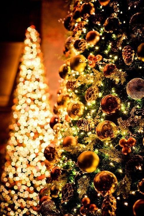 золота новорічна ялинка