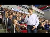 Предложение руки и сердца на игре Трактор vs Локомотив