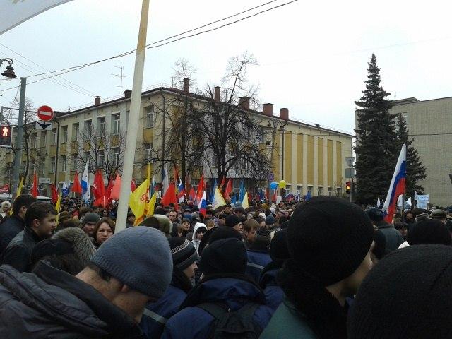 10 тысяч курян вышли на митинг в поддержку украинцев