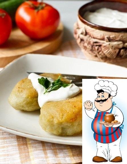 Колдуны. Ингредиенты на 4-6 порций: 1 кг картофеля 0,5 кг фарша (я беру свинину пополам с говядиной) 1 крупная луковица соль, перец, молотый тмин по вкусу Картошку трем на терку или измельчаем в