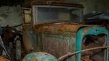 Заброшенный бункер с автомобилями времен СССР