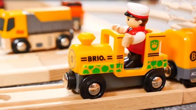 Trens e carros. A barreira. Video de brinquedos Brio.