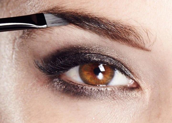 Professional eye makeup application