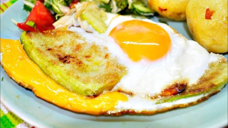 Быстрые кабачки под яичницей голодным не смотреть