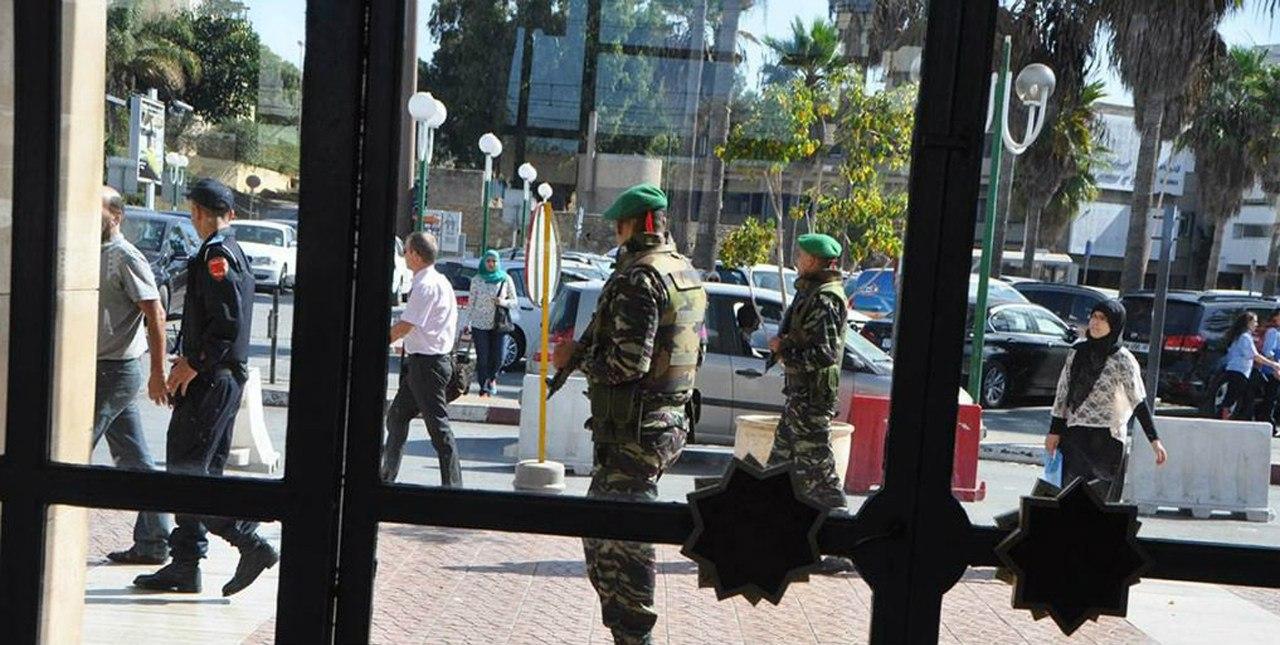 Photos de nos soldats et des Bases Marocaines - Page 2 RxuiF5fhw88