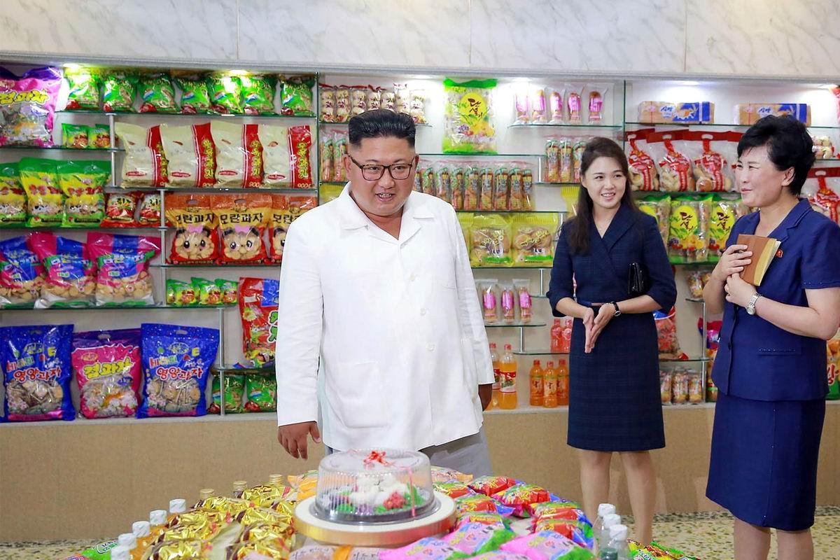 А не откушать ли мне тортика?!: Северокорейский лидер Ким Чен Ын в кондитерском отделе продуктового магазина