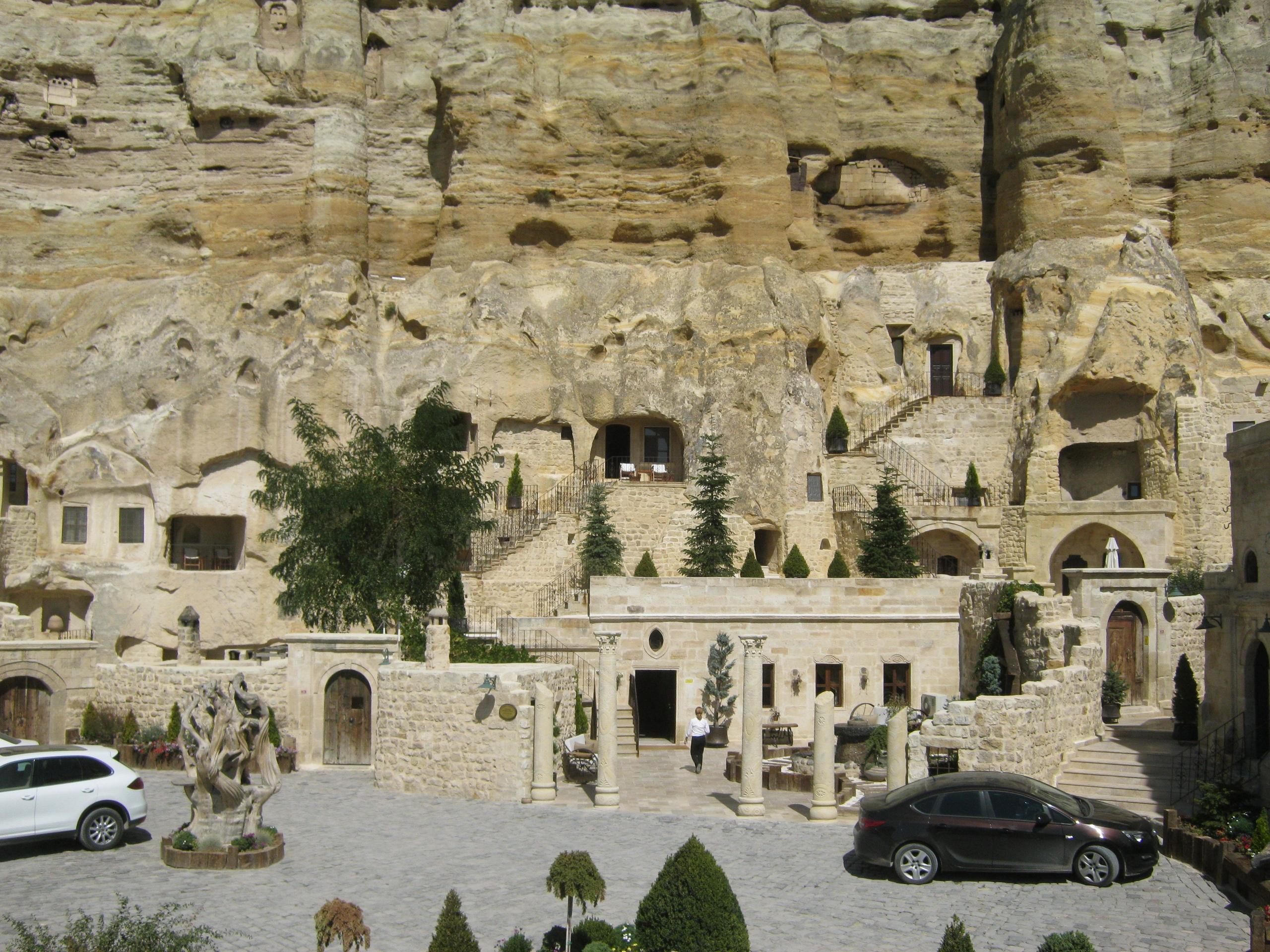 В Юргюп пещерные отели.