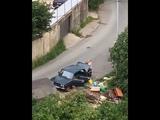 Очевидцы в Сочи засняли самый легкий способ избавиться от бытового мусора