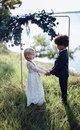 «Свадьба» понарошку: американку обвинили во всех грехах за милые фото дошколят