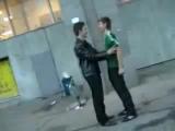 зелёный дрищ залупился и пиджачок его отхуячил