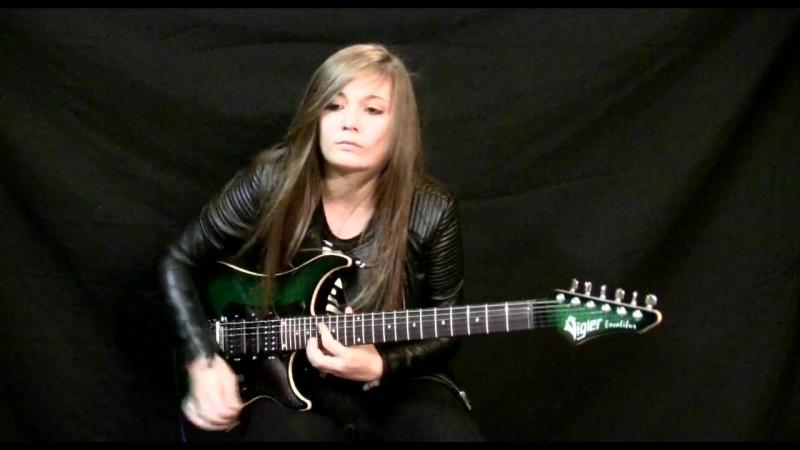 15-летняя девушка играет на гитаре. Оцените!
