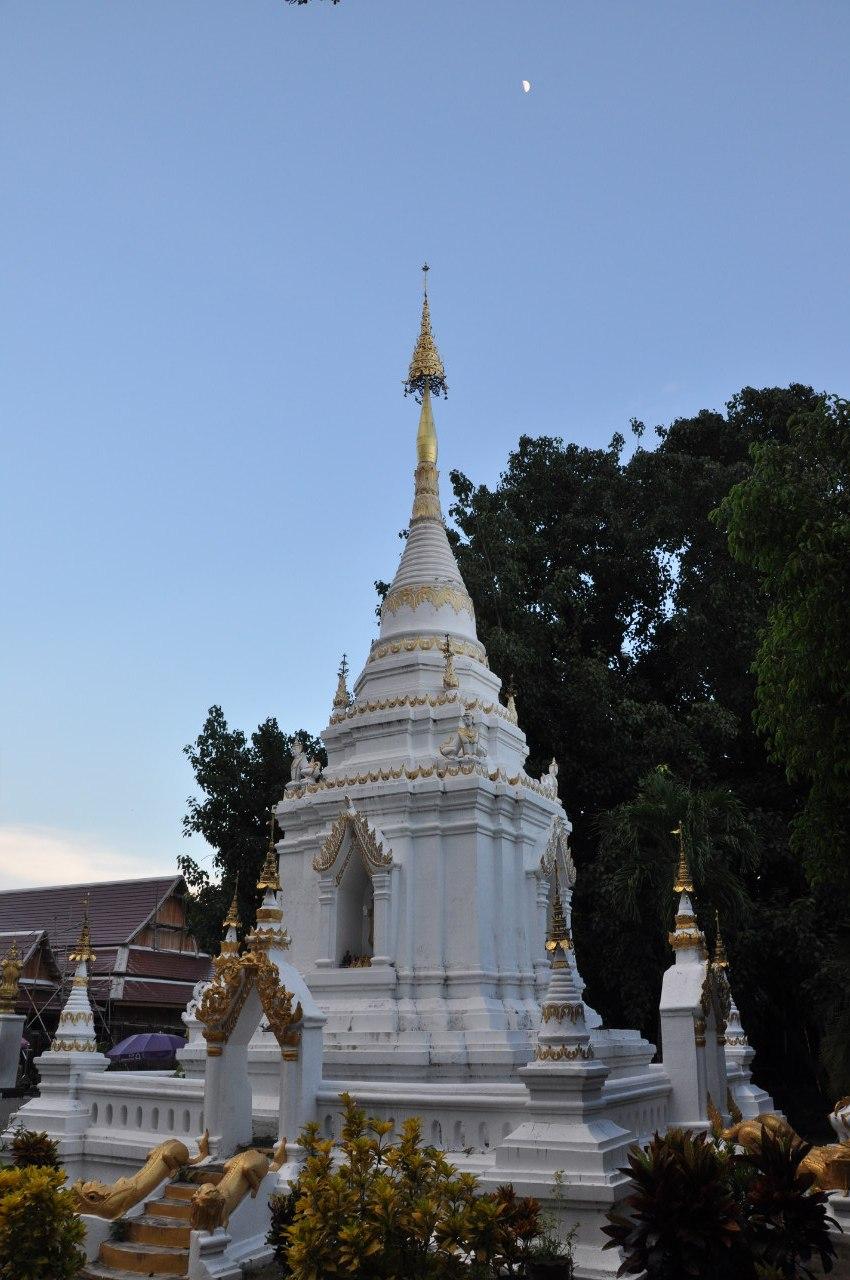 храм Wat Phra That Si Chom Thong