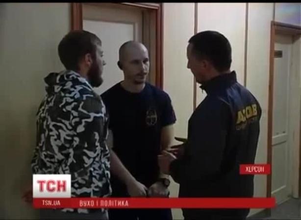 Активисту Азова откусили ухо. Голодомор.