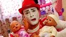 Baby Born Puppen - Der Clown passt auf die Babys auf - Lustiges Kindervideo