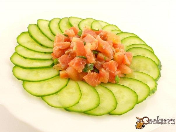 Огурцы помидоры семга салат