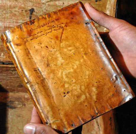 В библиотеке Гарварда обнаружены книги из человеческой кожи