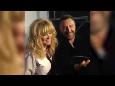Сергей Шнуров делает селфи с Примадонной