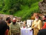 Литургия в руинах древнего храма. Трисвятое, чтение Апостола.