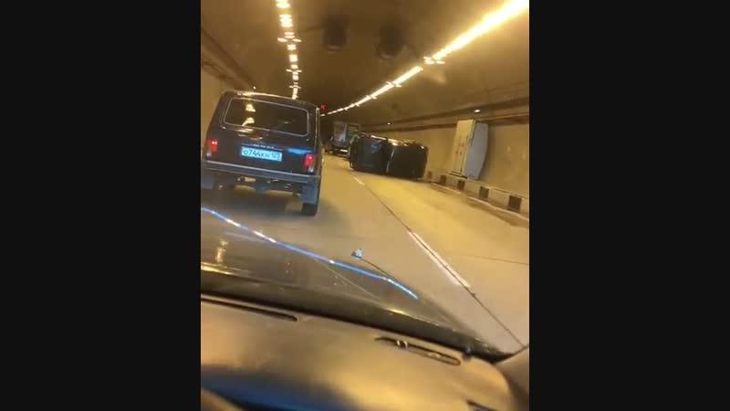 Дублер 2 туннель со стороны Адлера собирается пробка 02 11 2018