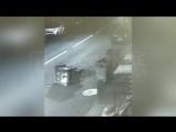 Уличный погром участников группы подростков АУЕ, напавших на людей в Таврическом саду, попал на видео