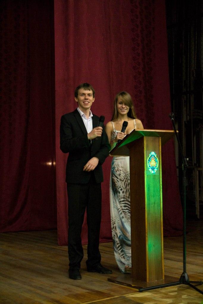 Ведущие фестиваля Александр Русанов и Мила Перлик