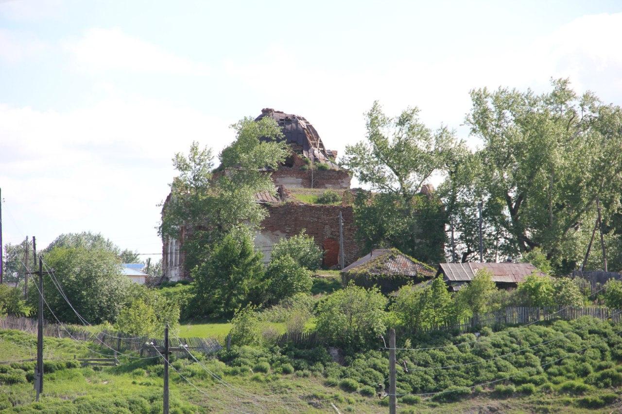 Старинный храм вознесения Господня (вид на западный фасад) (04.07.2014)
