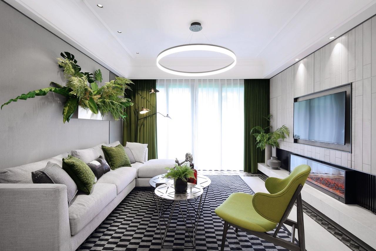 Квартира с уголком тропического леса внутри.