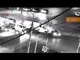 Видео ночного ДТП на проспекте октября .В Уфе 27.08.2018г. пьяный водитель со сбитым пешеходом на капоте врезался в Газель