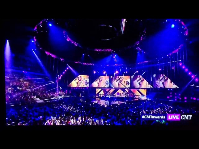 Miranda Lambert-Mama's Broken Heart Live (2013 CMT Music Awards)
