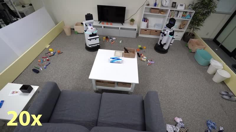 Роботы наводят порядок в комнате