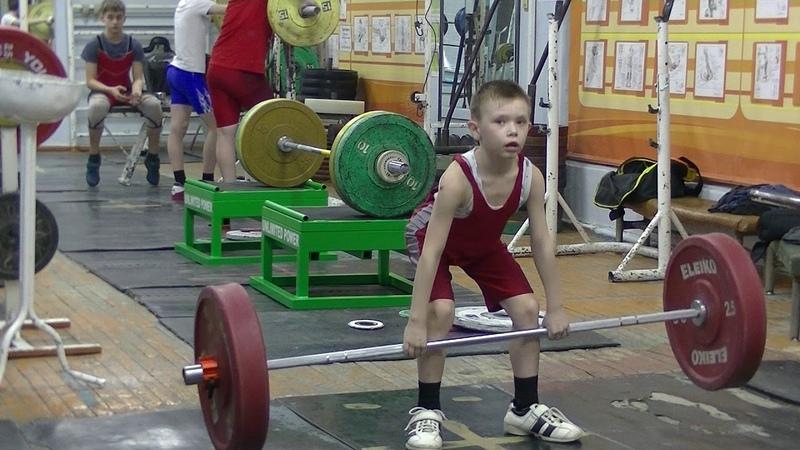 Крапотин Миша, 8 лет собст вес 23 5 Тяга толчковая без подрыва 15 кг Новичок