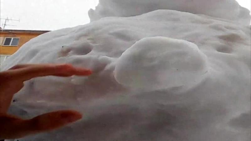 Илья крут разбил ебала снеговику !