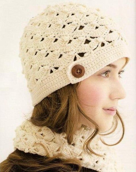 Вязаная шапка на осень весну.