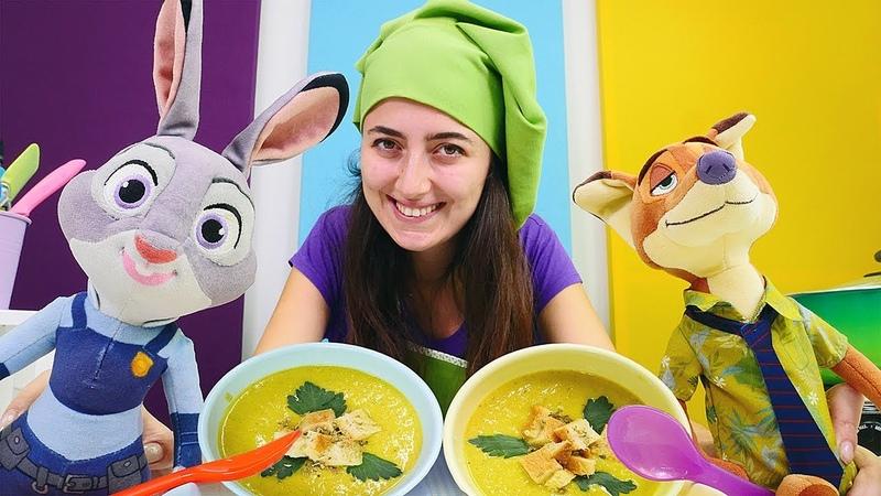Çocuk videoları. Sevcan Zootropolis oyuncaklarına çorba yapıyor