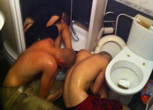 В Ростовской области более трех сотен пьяных подростков устроили развратную вечеринку по-американски