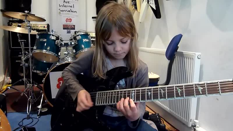 Виртуозная игра 8 летней девчонки на гитаре! Это что то невероятное!