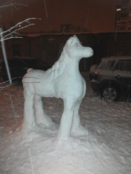 ВСЕМ НА РАДОСТЬ - энтузиасты слепили к Новому году скульптуры из снега в Тольятти  EZudfspdkeQ
