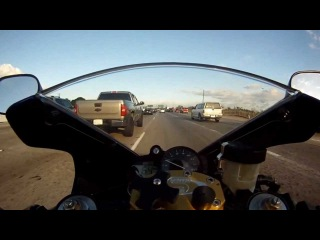 Yamaha R1 hits speeds over 170 mph on california fwy