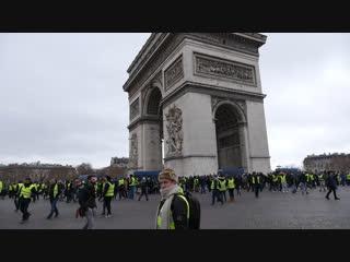 «Это не настоящая демократия». Репортаж с акции «Желтых жилетов» в Париже