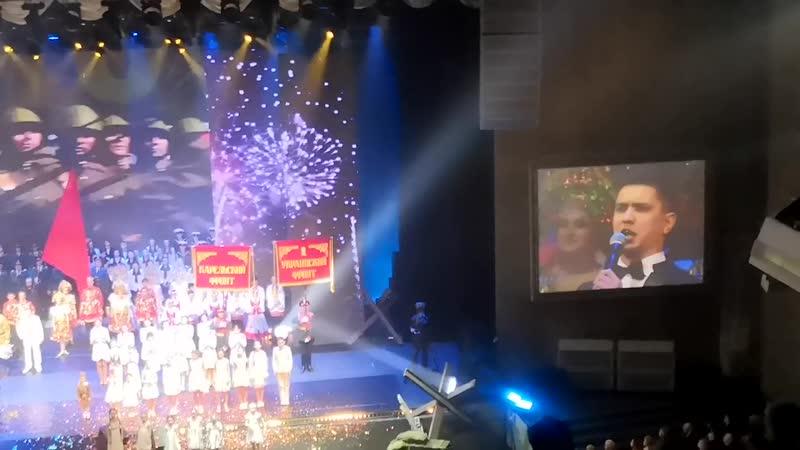Григорий Чернецов на концерте в честь дня Победы в БКЗ Октябрьский