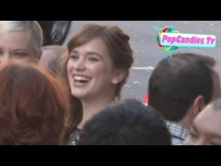 Элизабет Лэйл прибывает на красную дорожку в честь 4-го сезона сериала «Однажды в сказке»